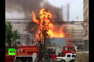 China – Huge Blaze After Blast Rocks Petrochemical Plant (VIDEO)