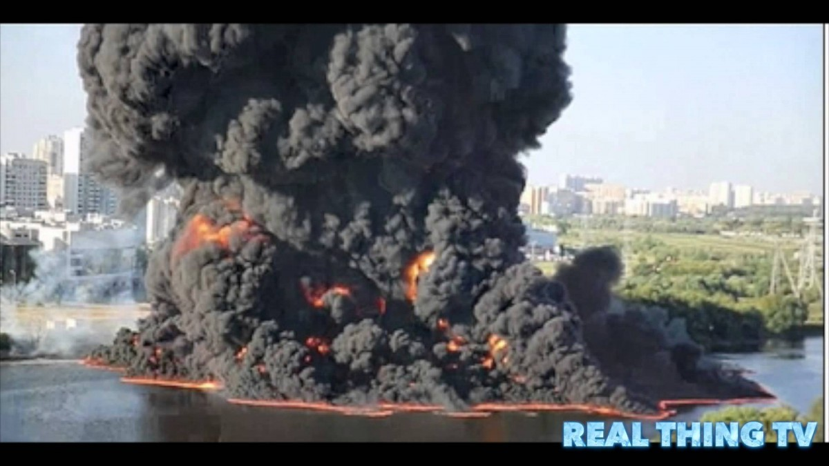 Moscow – River Catches Fire After Oil Pipeline Bursts & Ignites – Video