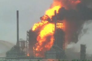 USA – Refinery Engulfed In Flames – VIDEO