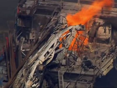 USA – 5 Missing, Fire Out After Oklahoma Rig Explosion – Video