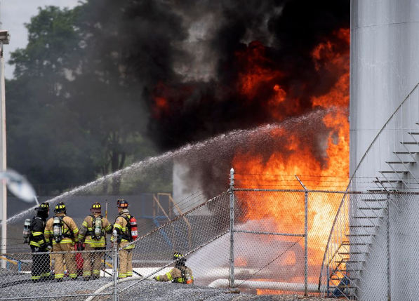 USA – Large Fire At Fuel Storage Facility – Updated