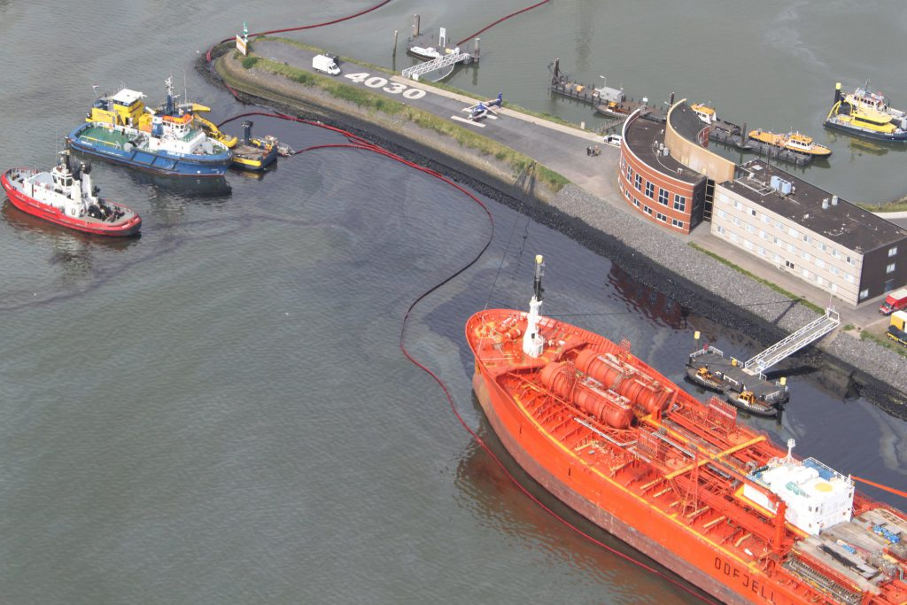 Holland – Rotterdam Port Authority Confirms Significant Oil Spill