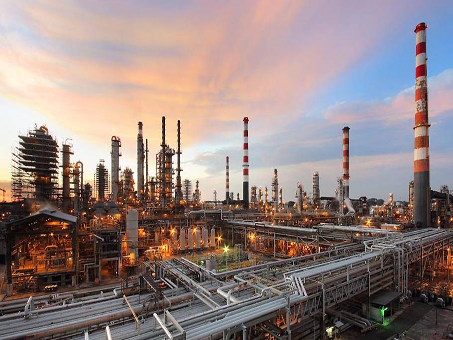 Singapore – Fire Breaks Out At ExxonMobil's Jurong Island Refinery