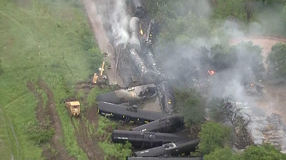 USA – Train Derailment & Ethanol Fire Prompts Evacuations