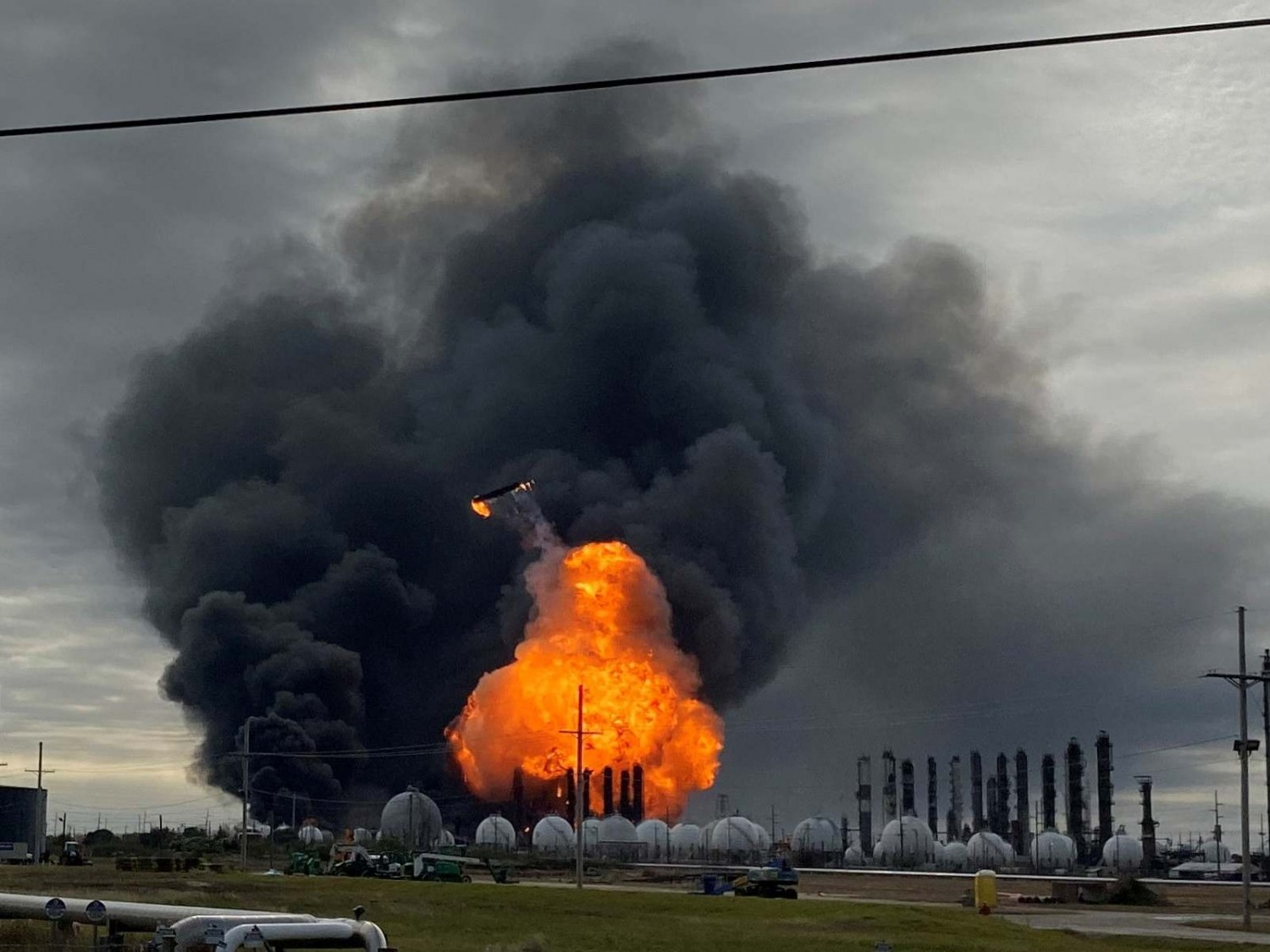 USA – Update – Firefighters Contain The Blaze At Texas Chemical Plant – Video